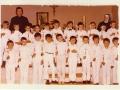 15-djecaci-prvopricesnici-sa-zupnikom-i-sestrom-dragomirom-jovanovac-svibanj-1980-godine