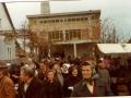 6-vjernici-poslije-sv-mise-u-zupnom-dvoristu-14-11-1978