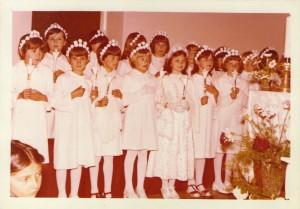 16 Djevojčice prvopričesnice za vrijeme sv.Mise - svibanj 1980. godine